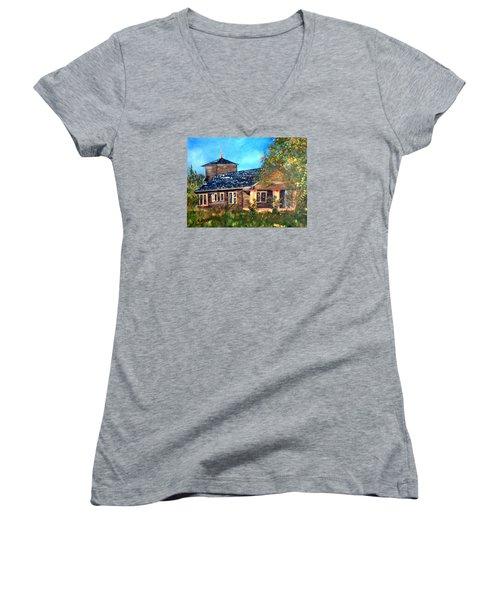 Faded Glory Women's V-Neck T-Shirt (Junior Cut)