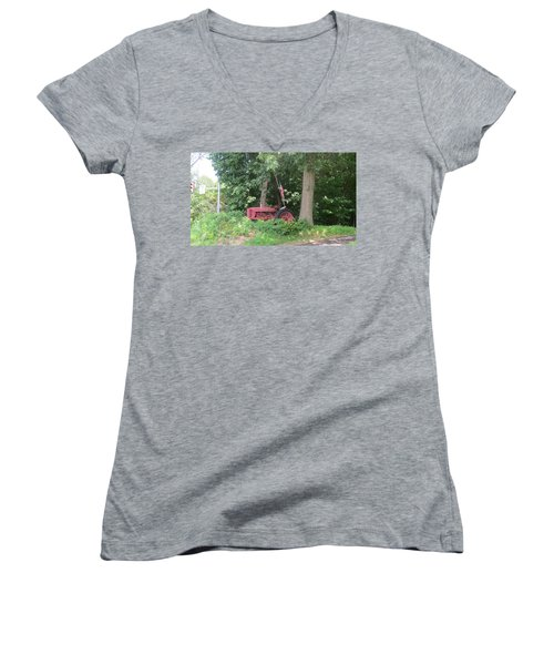 Faithful American Tractor Women's V-Neck T-Shirt
