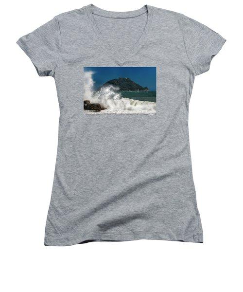 Gallinara Island Seastorm - Mareggiata All'isola Gallinara Women's V-Neck (Athletic Fit)