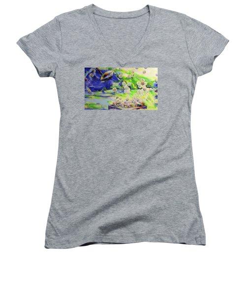 Golfbaelle In Huelle Und Fuelle   Golf Balls Galore Women's V-Neck T-Shirt (Junior Cut) by Koro Arandia