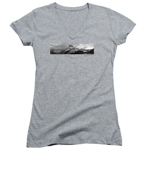 Women's V-Neck T-Shirt (Junior Cut) featuring the photograph Head And Shoulders by David Andersen