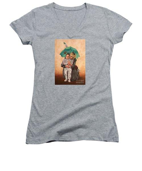 Here Comes The Rain - Aqui Viene La Lluvia Women's V-Neck T-Shirt