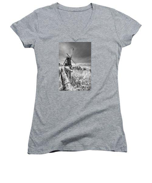 Herringfleet Pump Norfolk Uk Women's V-Neck T-Shirt (Junior Cut) by Jack Torcello