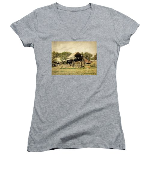 Hooper Hay Shed Women's V-Neck