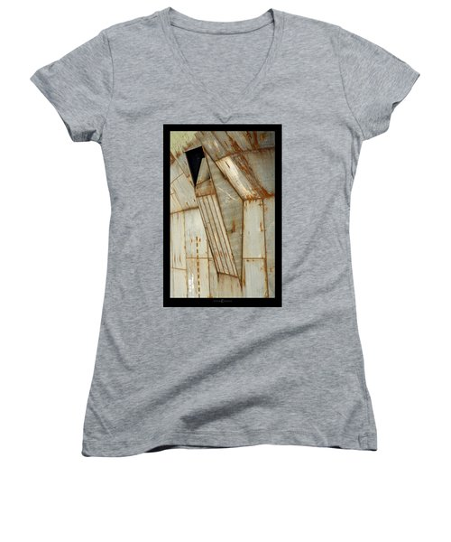Hull Detail Women's V-Neck