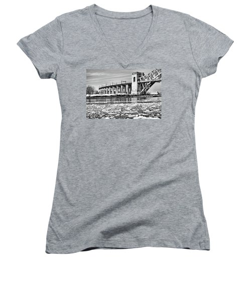 Ice Flows On The East River Women's V-Neck T-Shirt