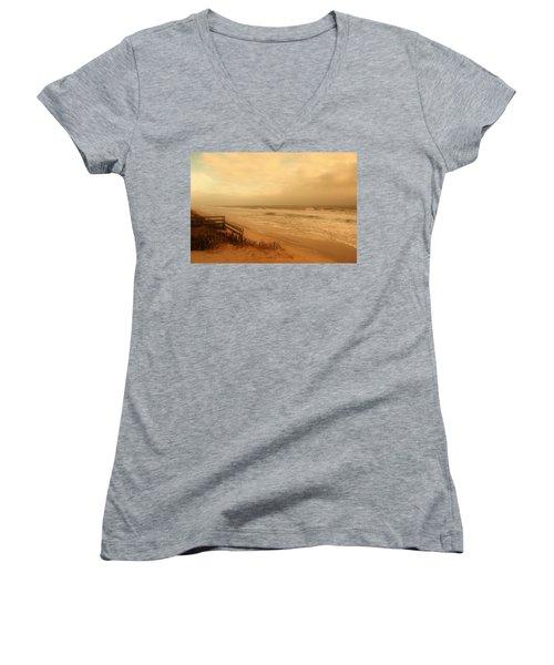 In My Dreams The Ocean Sings - Jersey Shore Women's V-Neck (Athletic Fit)