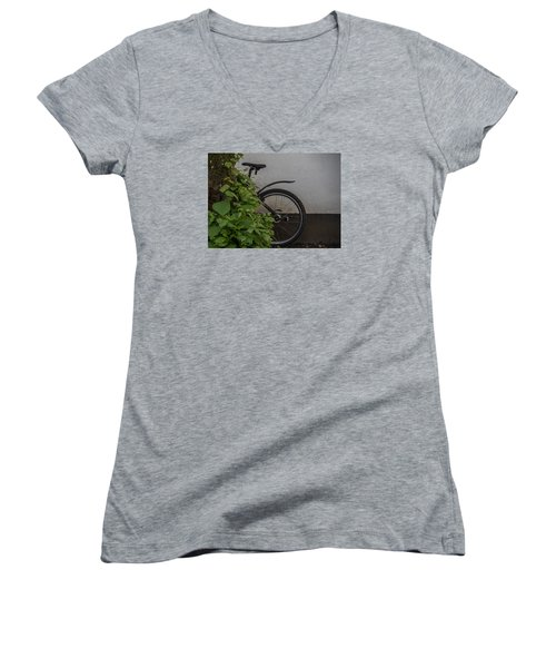 In Park Women's V-Neck T-Shirt
