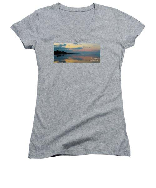 la Casita Playa Hermosa Puntarenas - Sunrise One - Painted Beach Costa Rica Panorama Women's V-Neck T-Shirt