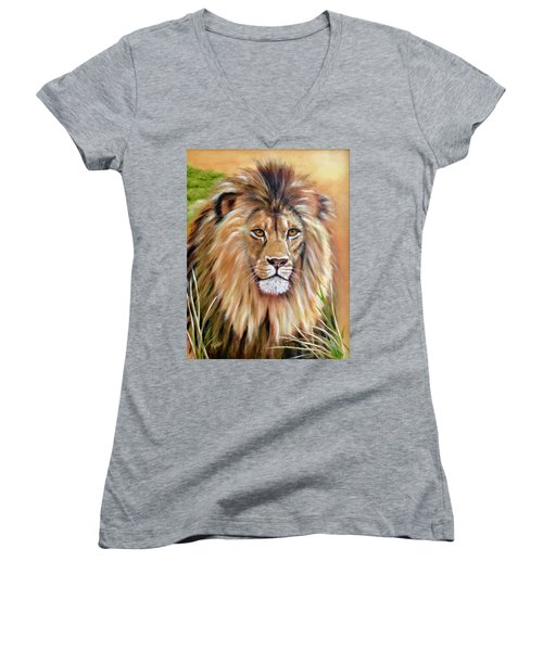 Le Roi-the King, Tribute To Cecil The Lion   Women's V-Neck T-Shirt
