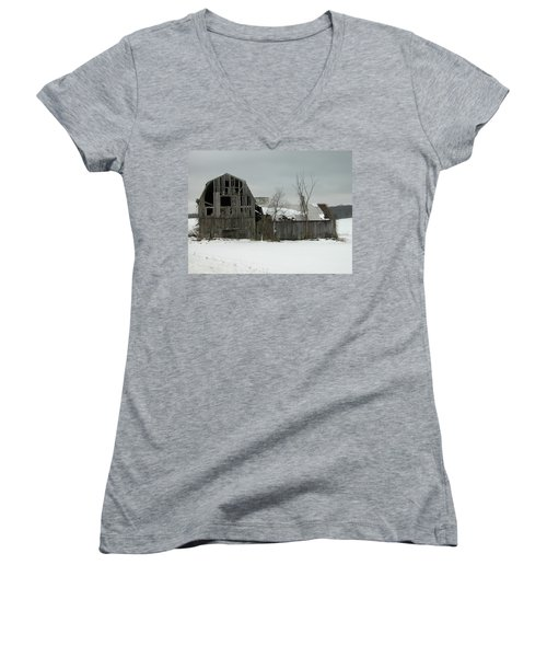 Letchworth Barn 0077b Women's V-Neck