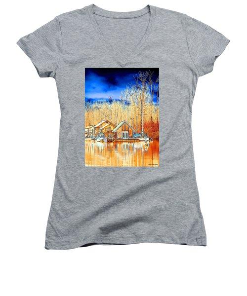 Life On The River Women's V-Neck T-Shirt