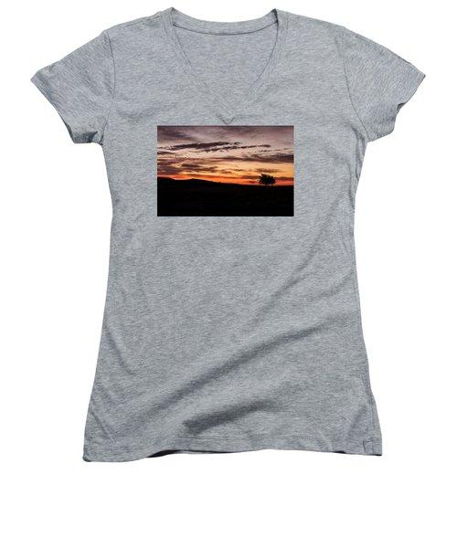 Lone Tree At Sunrise Women's V-Neck T-Shirt