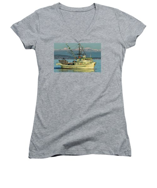 Women's V-Neck T-Shirt (Junior Cut) featuring the photograph Making The Turn by Randy Hall