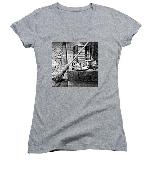 Medina Tea Break Women's V-Neck T-Shirt