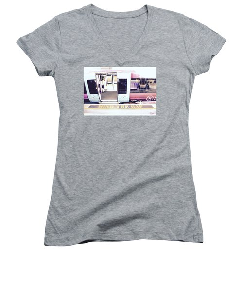 Mind The Gap Women's V-Neck