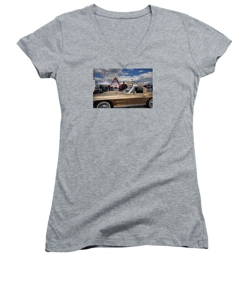 Mom N Vette Women's V-Neck T-Shirt