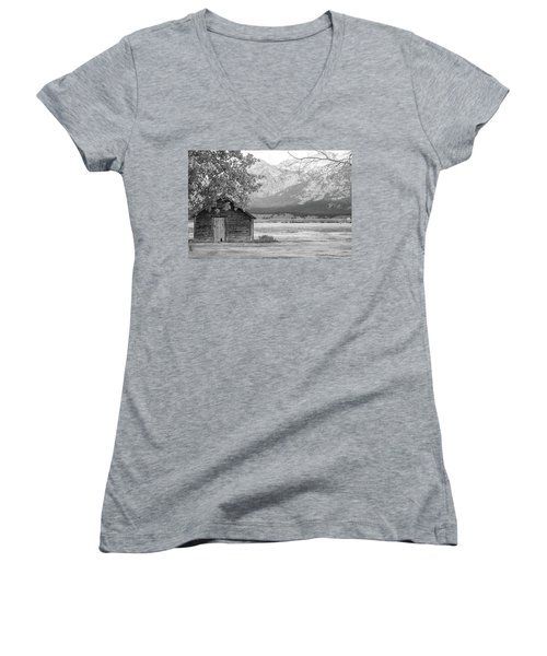 Women's V-Neck T-Shirt featuring the photograph Moulton Homestead - Granary by Colleen Coccia