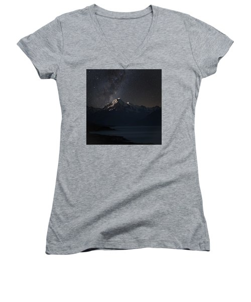 Mount Cook And Lake Pukaki At Night Women's V-Neck T-Shirt