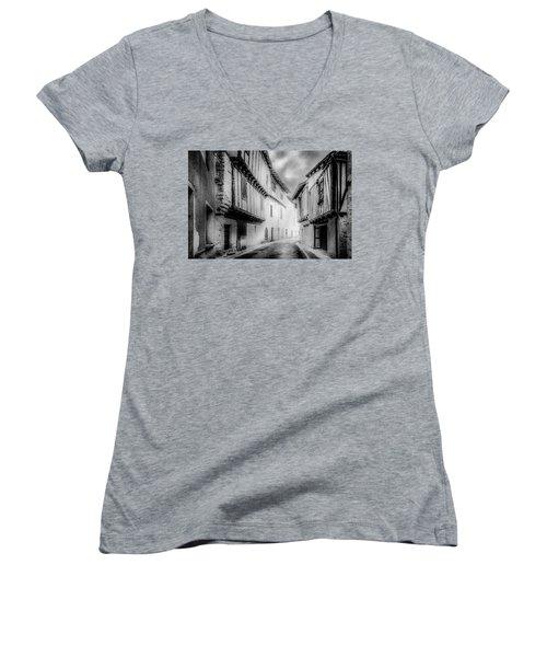 Narrow Alley Women's V-Neck T-Shirt