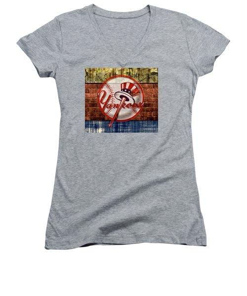New York Yankees Top Hat Brick 2 Women's V-Neck
