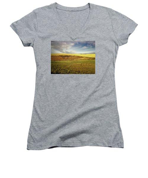 Nodak Field Women's V-Neck T-Shirt