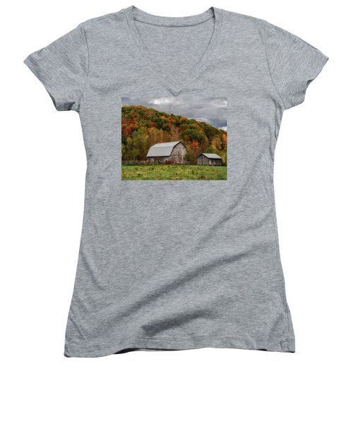 Old Barns Of Beauty In Ohio  Women's V-Neck