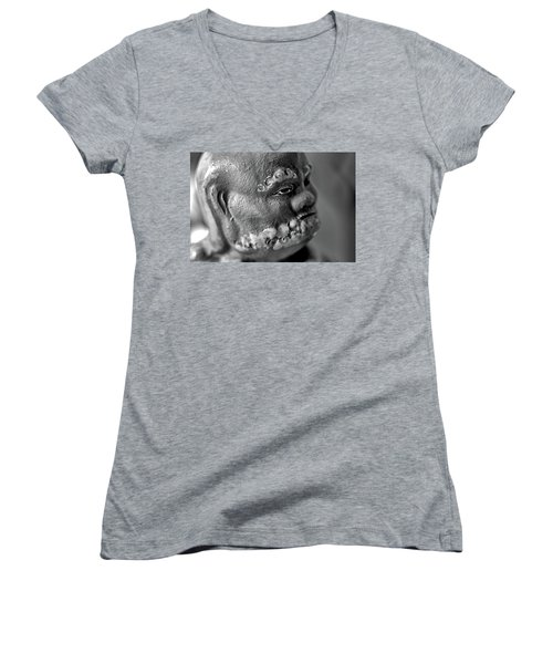 Old Face, Statue Women's V-Neck T-Shirt