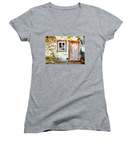 Old Farm House Women's V-Neck T-Shirt