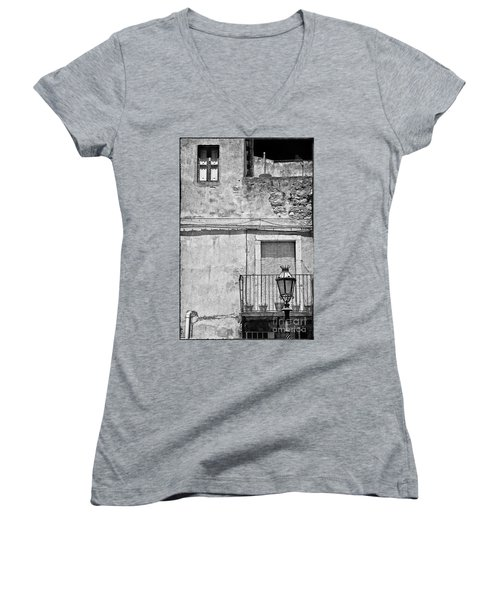 Old House In Taormina Sicily Women's V-Neck T-Shirt