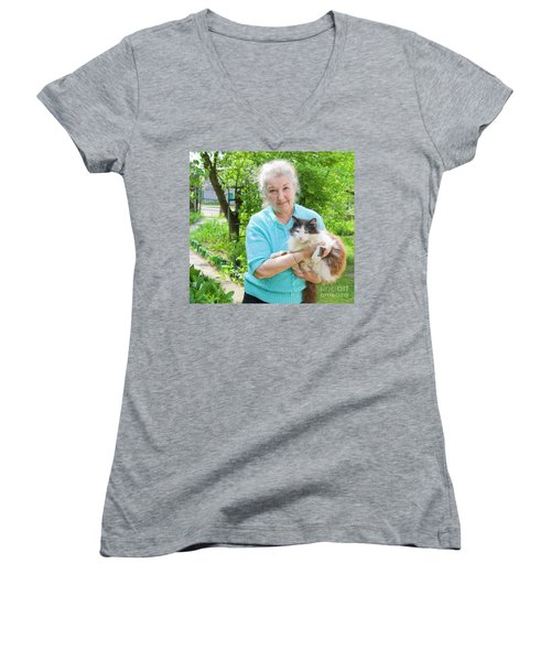 Old Lady With Cat Women's V-Neck (Athletic Fit)
