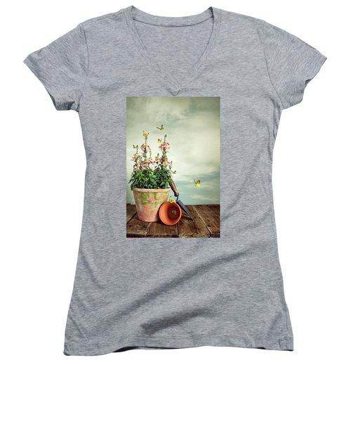 Old Plant Pot Women's V-Neck T-Shirt