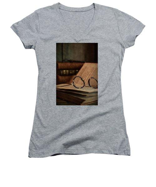 Old Vintage Books With Reading Glasses Women's V-Neck T-Shirt