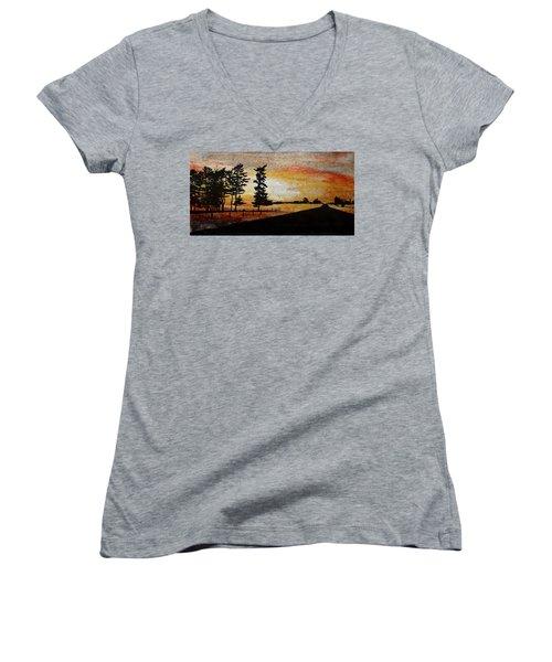 Old Windbreak Women's V-Neck T-Shirt