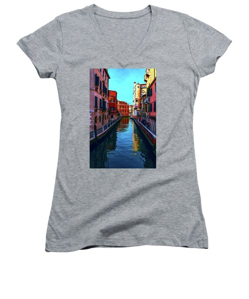 one of the many beautiful old Venetian canals on a Sunny summer day Women's V-Neck T-Shirt