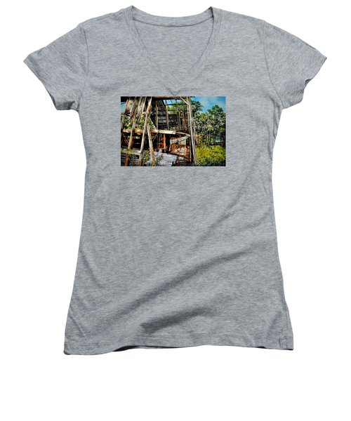 Ozark Barn Women's V-Neck (Athletic Fit)