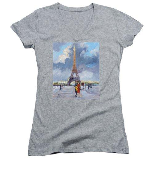 Paris Eiffel Tower Women's V-Neck T-Shirt (Junior Cut)