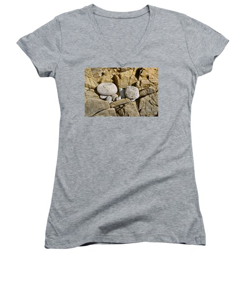 Pebble Pocket Photo Women's V-Neck T-Shirt
