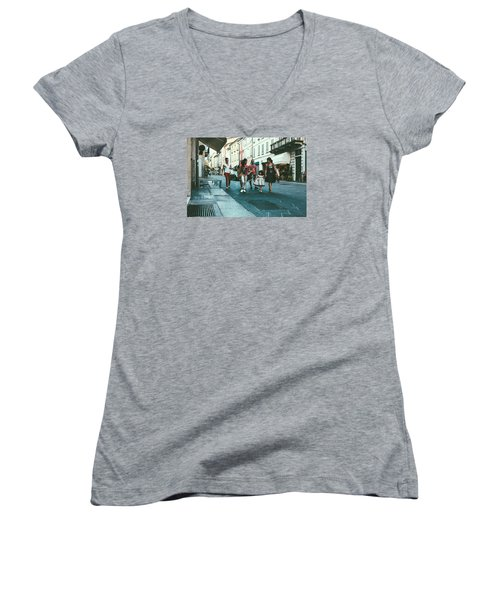 People Women's V-Neck (Athletic Fit)