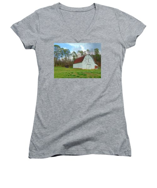 Pinson Farm Barn Women's V-Neck