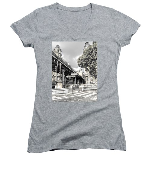 Pont De Bir-hakeim, Paris, France Women's V-Neck T-Shirt