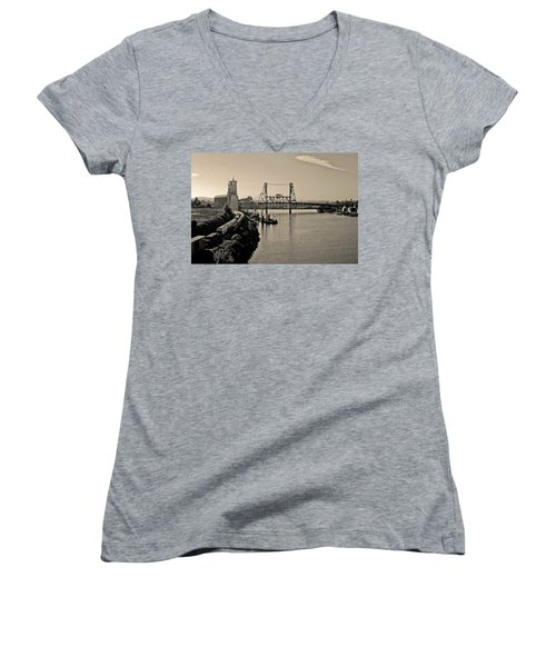 Portland Steel Bridge Women's V-Neck T-Shirt