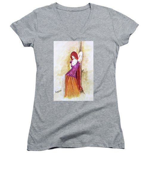 Pose Women's V-Neck T-Shirt