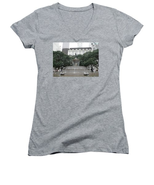 Pulitzer Fountain Women's V-Neck T-Shirt