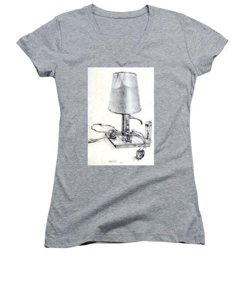 Pump Lamp Women's V-Neck T-Shirt