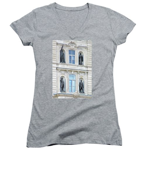 Quebec City 76 Women's V-Neck T-Shirt