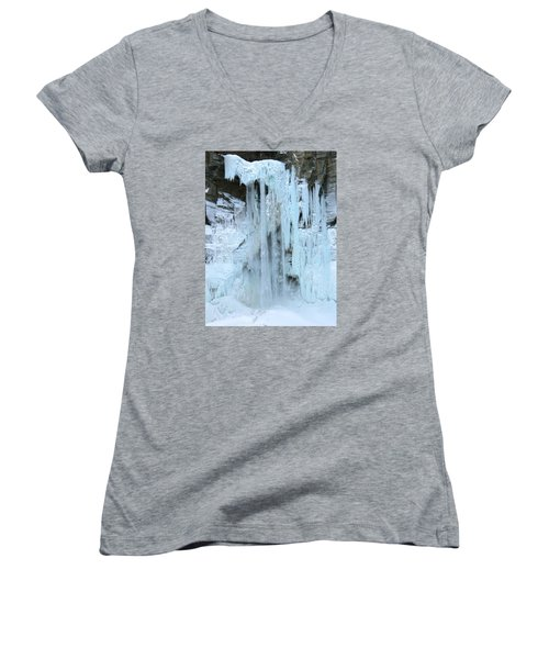Queen's Throne Women's V-Neck T-Shirt