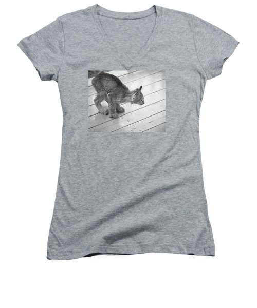 Crouching Kitty Women's V-Neck (Athletic Fit)