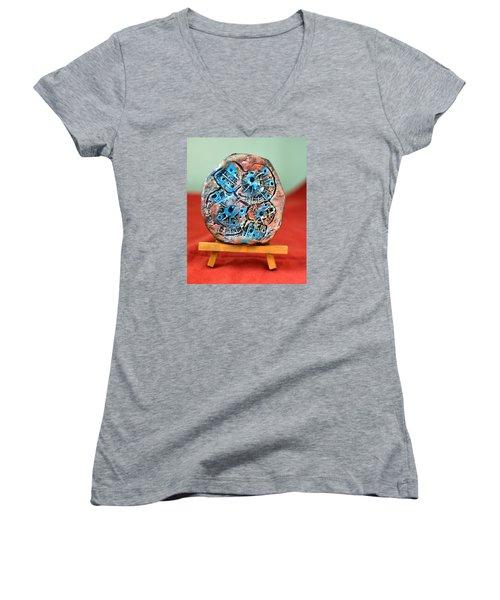 Remendando Heridas... Women's V-Neck T-Shirt