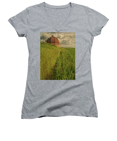 Round Barn Women's V-Neck